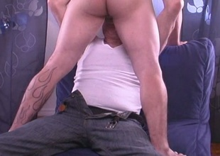 Gay to hand home gets bj
