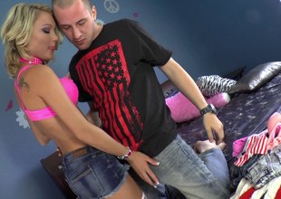 Nauthgy blonde Dakota Skye is getting multiple insertions