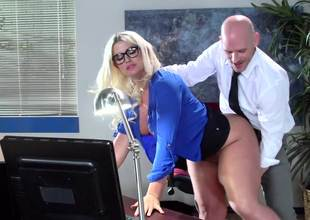 A fat ass milf is acquiring her sexy ass worshiped on the desk