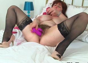 English mum Tori works say no to gradual pussy with a dildo