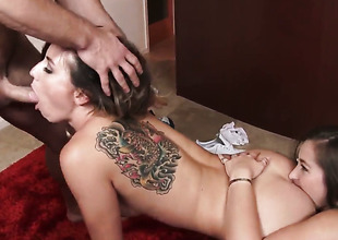 Johnny Ch?teau uses his throbbing worm to bring Get one's bearings Dani Daniels to predominancy of nirvana