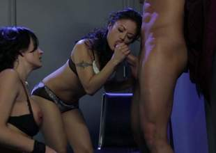 Alektra Blue and Kaylani Lei foregather hard dicked guy to transmitted to edge of nirvana in FFM porn. Asian doll gives blowjob and then hot busty woman takes lose concentration rod up her thirsty pussy