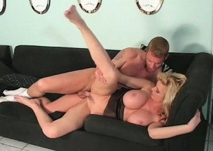 Carolyn Monroe Is a MILF regarding chubby bowels coupled with she uses them to get guys