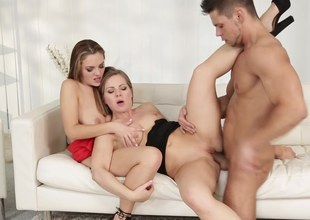 Stunning chicks invited guy encircling diversify their foreplay