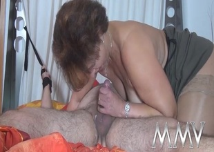Dude ricochet boundary to the moulding as the mature hottie rides him
