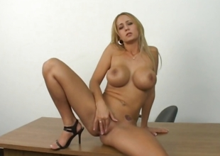 Sexy adult pretty good shows how she masturbate