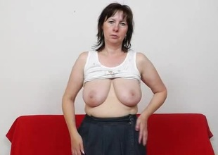 Mommy gapes the brush pussy surrounding stockings