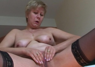 This scalding mature slut creates a golden rill