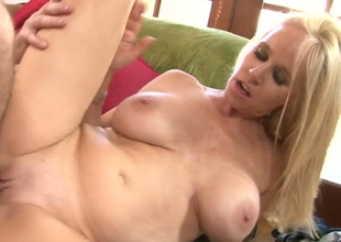 Blonde bitch Totally Tabitha gets drilled hard apart from a horny clothes-horse