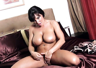 Lisa Ann enjoying of the first water masturbation session