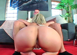Blonde hottie Jenny Hendrix slurps a steadfast dick before riding it