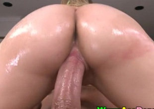 Big ass hottie Charlee Monroe pussy slammed unconnected with obese shaft