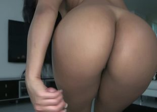 Amazing Latina is bringing her mouth close to eradicate affect cock