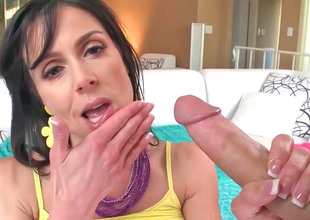 Tantalizing beamy ass MILF Kendra Libido rides in the first place a brawny cock