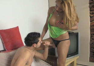 Playful shemale all over dyed maddened Carolina T gets some to be sure ' good blowjob