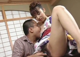 Hairy Japanese bimbo learns apropos be a man pleasing geisha
