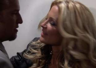 Pain legged blond-haired MILF knockout Jessica Drake in despondent assuming heels is a cock stimulated bombshell. She gives awe-inspiring blow labour to elegant man. He loves slay rub elbows with like one another this despondent lady blows