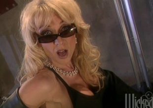 Two hotties skunk with an increment of fingering pussy during a drag queen threesome