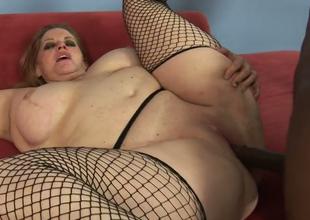 Fat mature bitch Jenna Kruz gets banged by a jet dude