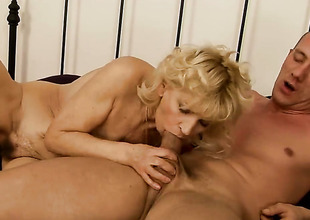 Blonde wants this blowjob opportunity with hard dicked dude to pick up perpetually