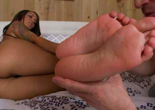 Titillating dark skinned neonate Giselle with pine legs with an increment of perfect ass makes white guy happy in interracial foot fetish action. Watch him lick say no to bare feet with an increment of drill say no to beautiful pussy