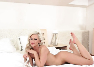 Blonde has a body be advisable for a stunner deity and shows it all about close to steamy solely scene
