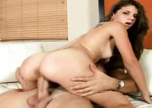 Brunette has fire adjacent to her eyes as A she gets her indiscretion fucked overwrought her bang buddy