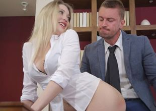 A beauteous is penetrated in an low-spirited scene in the office
